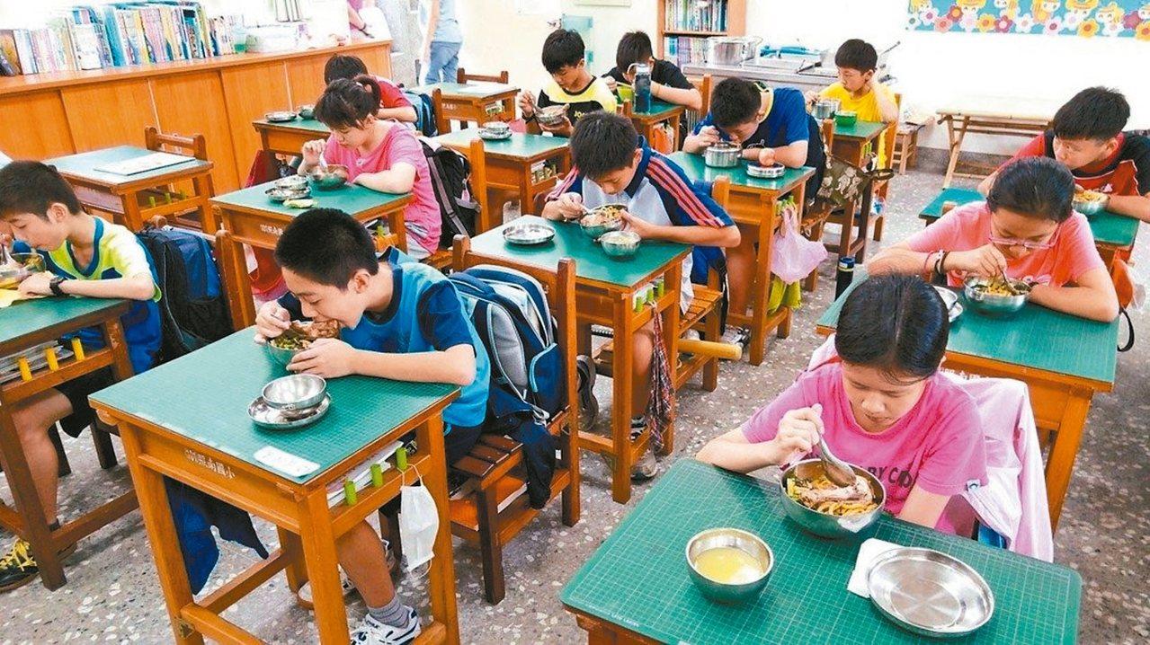學校營養午餐採購「4章1Q」政策改採鼓勵方式,暫不強迫。 本報系資料照片