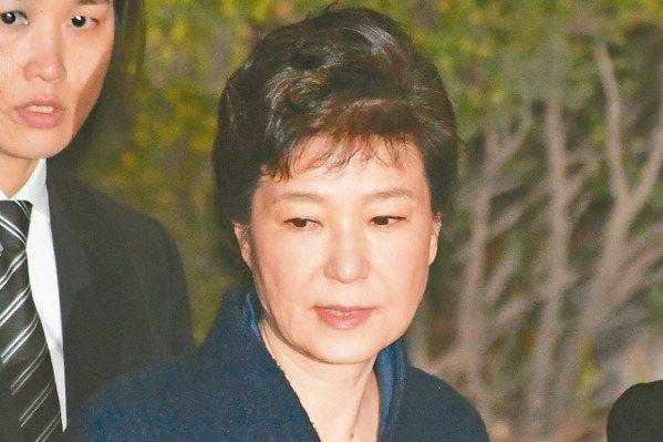 當總統後首度會面  出庭前…朴槿惠淚眼會胞弟