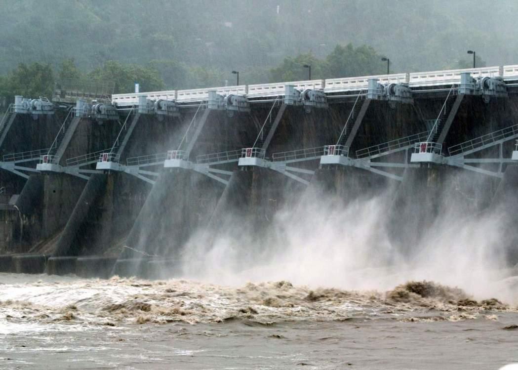 降雨銳減 水力發電量少一半