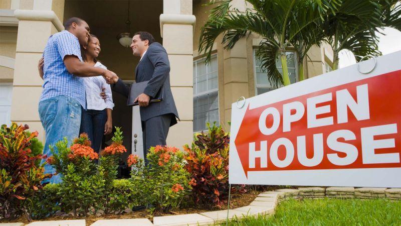 屋主自售方式可省掉支付給房產經紀的費用,但也伴隨著有一些缺失。(Getty Im...