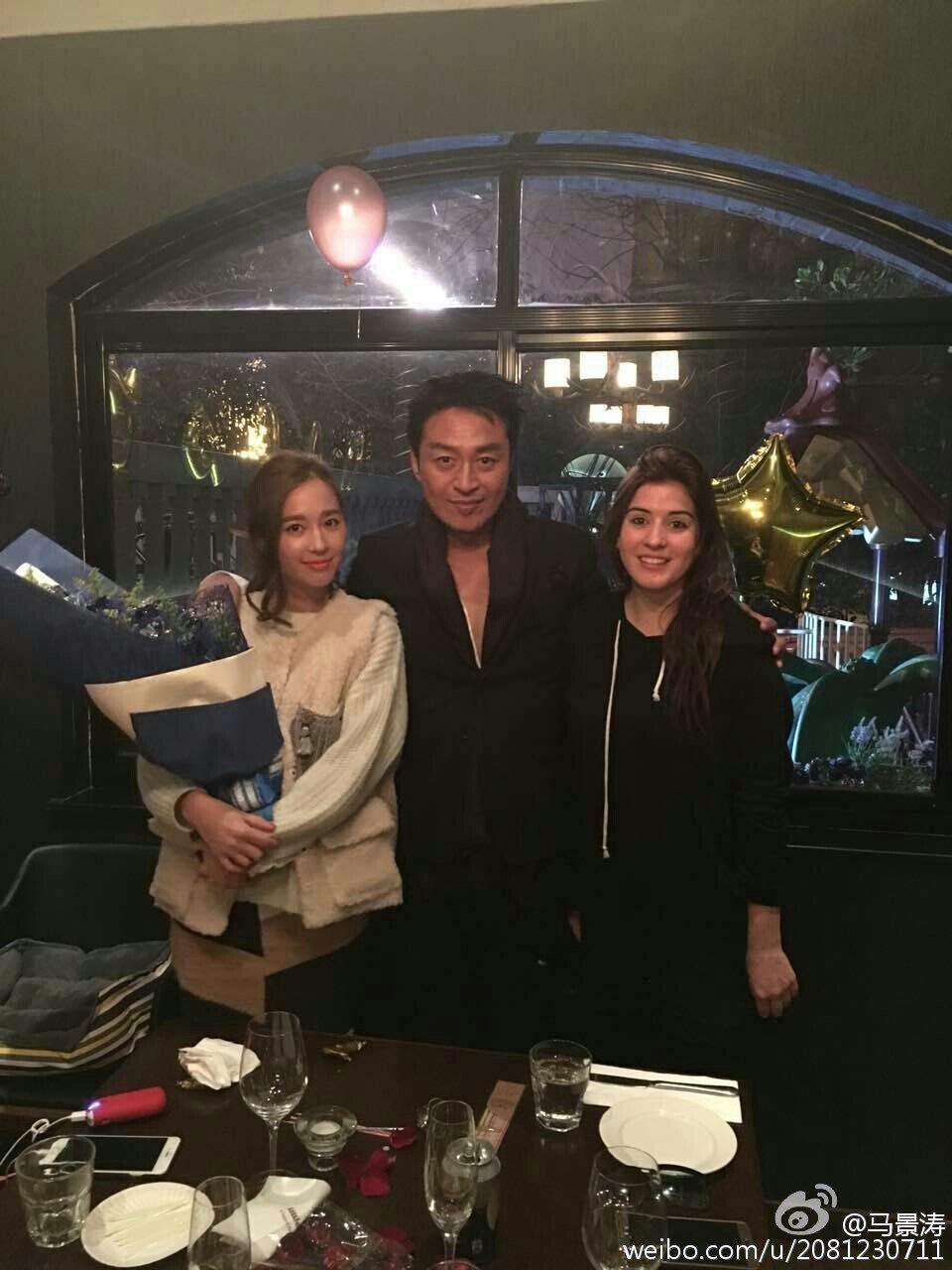 馬景濤(中)與吳佳尼(左)宣告離婚。 圖/擷自馬景濤微博