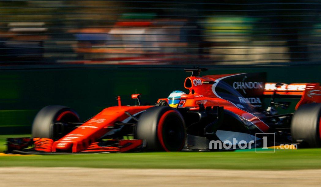「龍哥」Fernando Alonso 與他的戰駒 McLaren-McL32。...