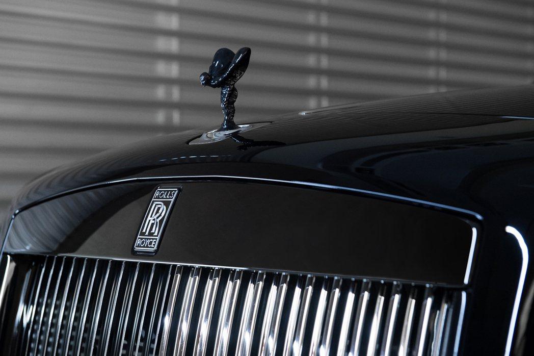 黑色鍍鉻亮澤的歡慶女神。 Rolls-Royce提供