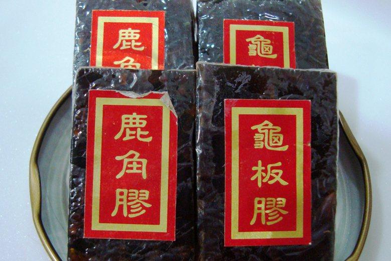 華人社會對「龜板」的依賴極為龐大,無論是龜鹿二仙膠或是龜苓膏都具有龜板成份。 圖...