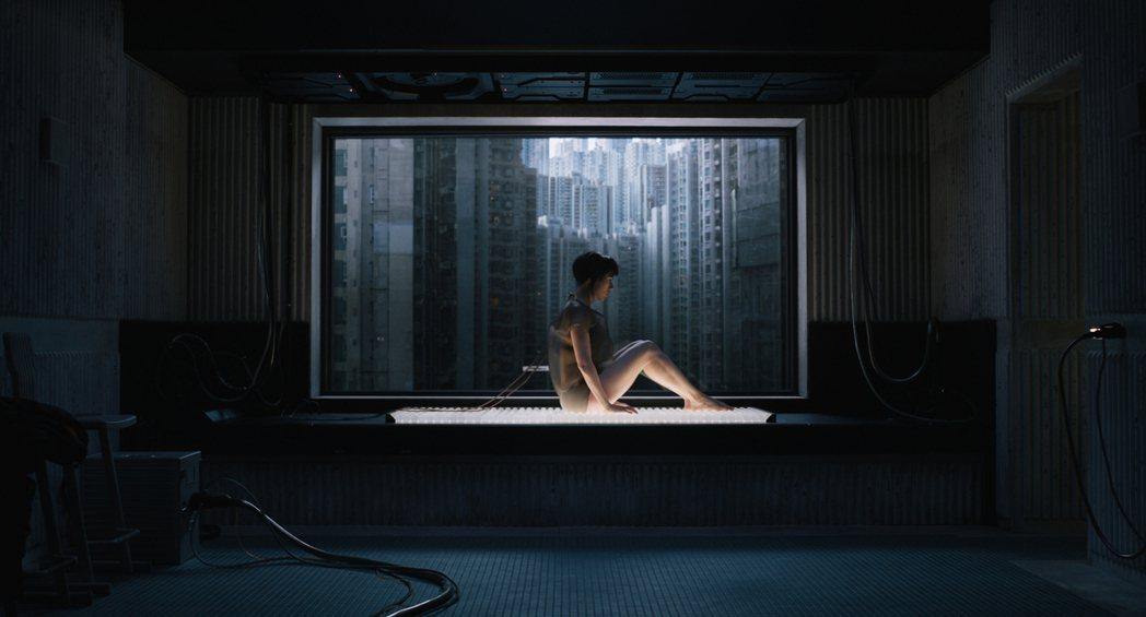 史嘉蕾喬韓森繼由「復仇者聯盟」系列、「露西」之後再度挑戰科幻動作片。圖/UIP提...