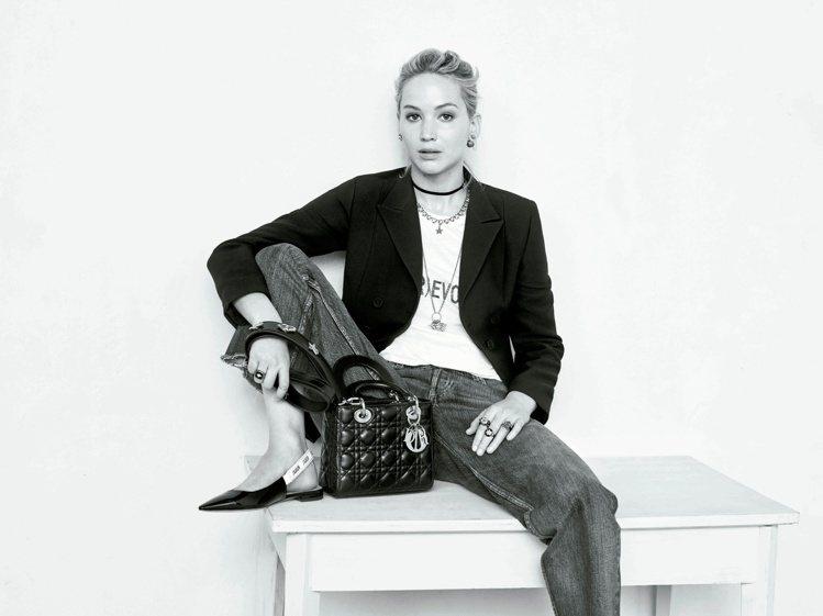 女性攝影師Brigitte Lacombe拍出珍妮佛勞倫斯細緻而豐富的特質。圖/...