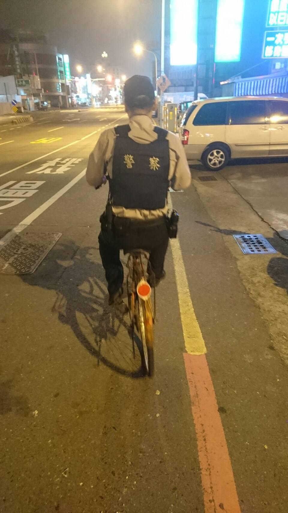 有片/波麗士凌晨騎淑女單車上街 背後有暖故事
