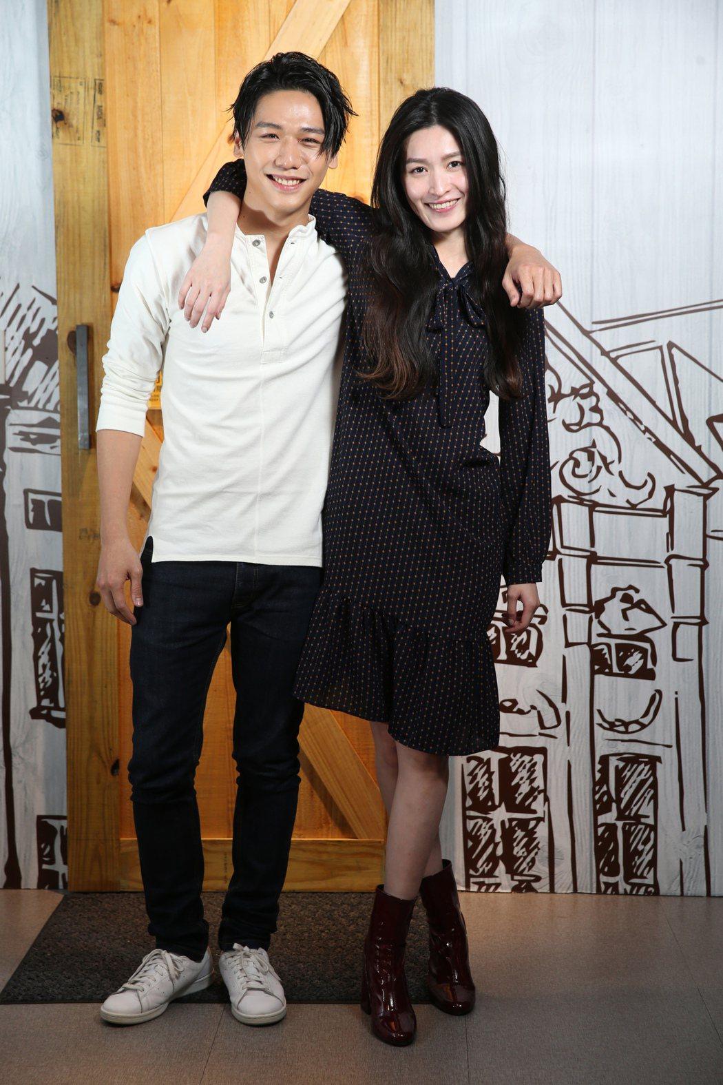 蔡旻佑(左 )、管罄(右)一同演出音樂劇「千面惡女」。記者徐兆玄/攝影