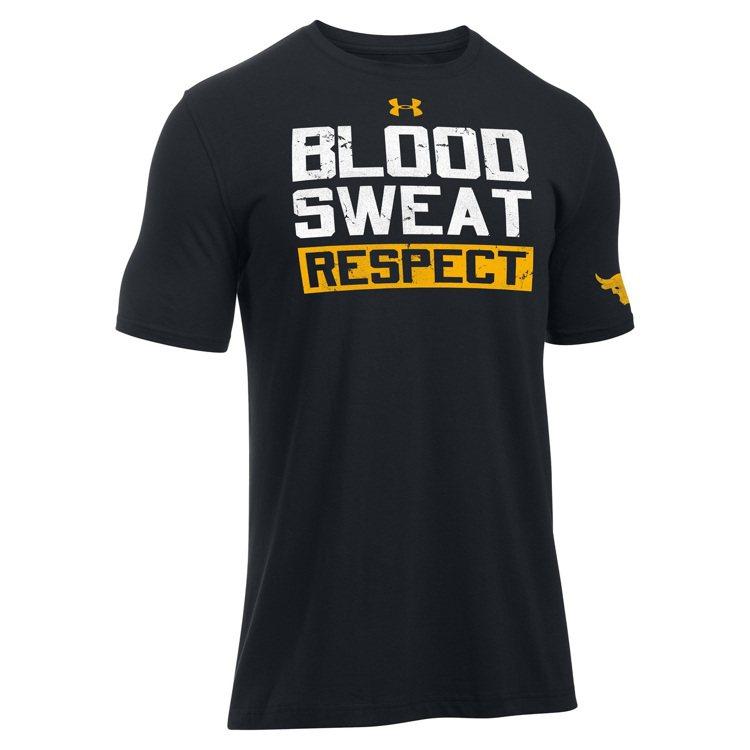 巨石強森設計的UA聯名T恤,印有他的座右銘「血、汗與尊敬」。圖/Under Ar...