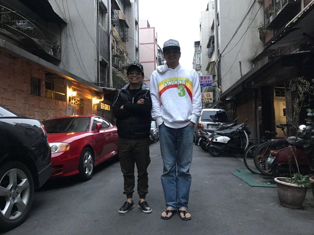 阿松跟阿松弟弟。圖/TVBS提供
