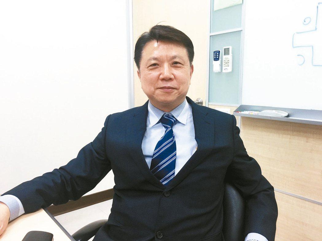 鴻碩董事長張利榮買房經驗相當豐富,他表示,台灣房地產市場每況愈下,現在若要買房,...