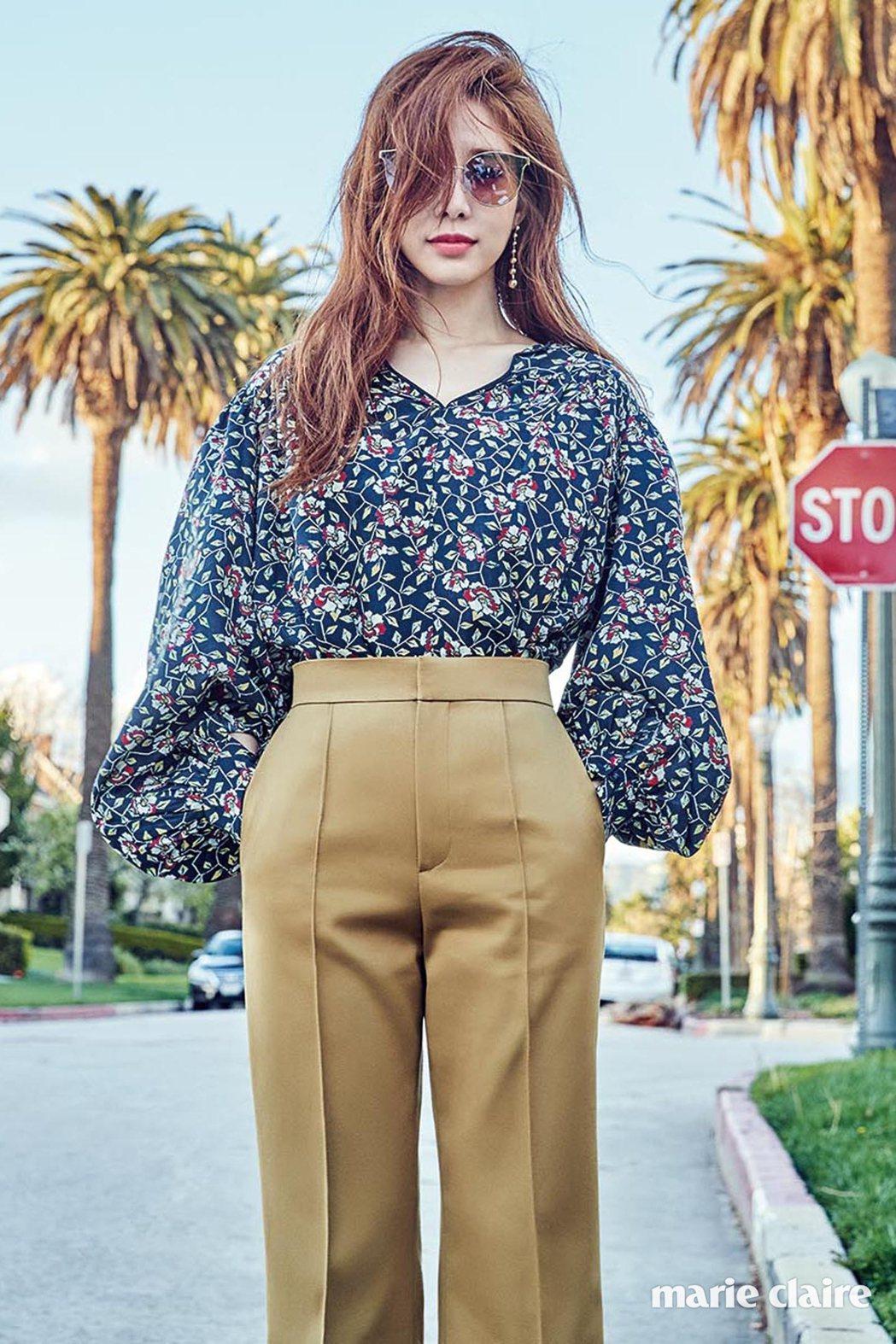 這副Fakeme眼鏡好可愛、鈔勸敗,花圖案襯衫為Isabelmarant、褲子E...
