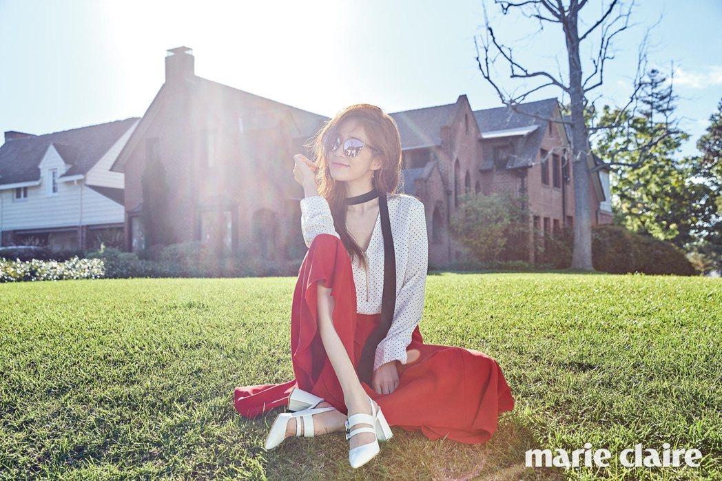 Fakeme酷炫太陽眼鏡搭襯ZARA衣裙以及Rachel Cox鞋。圖/取自ma