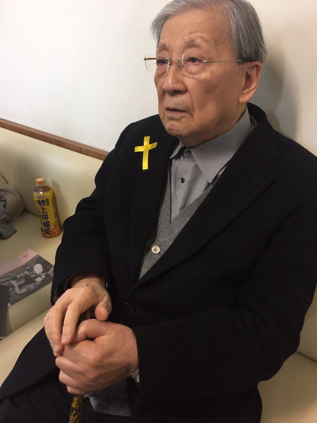 李行前日才進行眼部手術,隔日便來老友崔小萍的告別式。記者陳建嘉攝