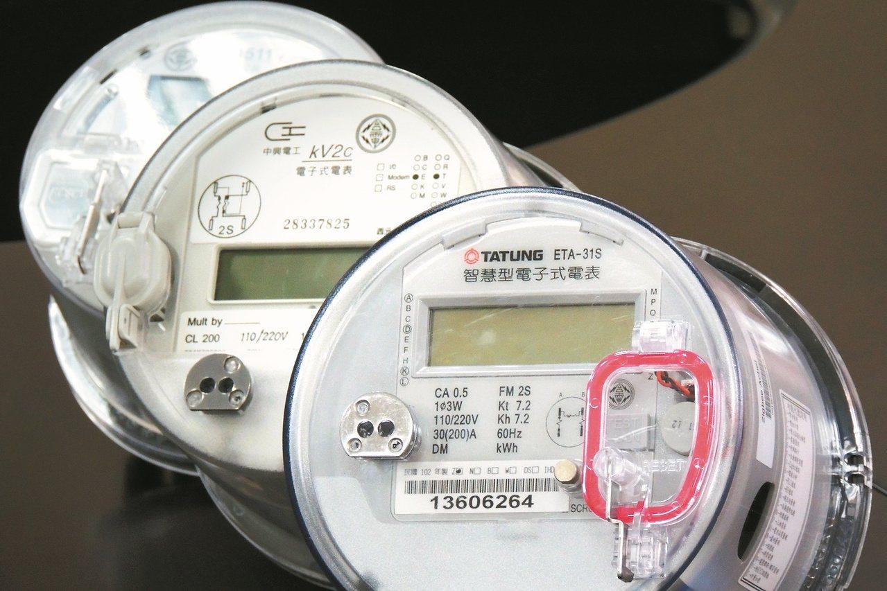 今年夏天供電情勢緊張,台電為鼓勵民眾節電,加碼今年夏季節電獎勵金。圖為智慧電表。...