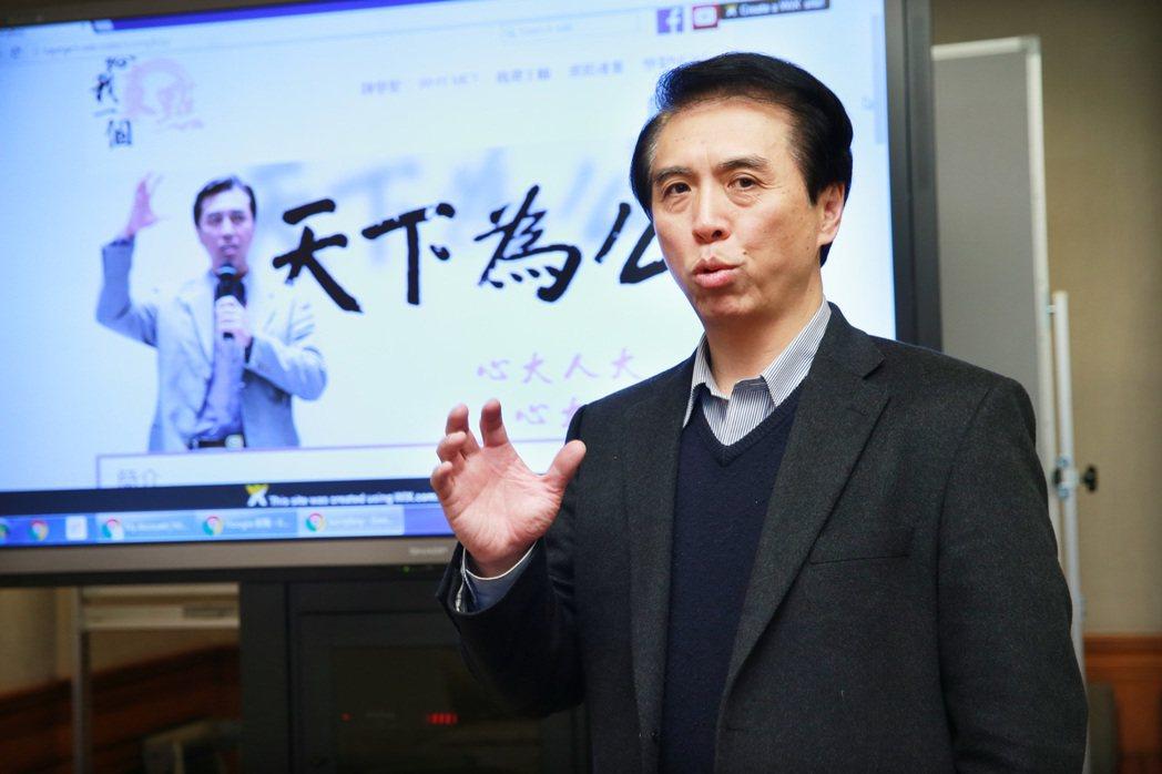 跟國民黨立委陳學聖撞名的人不少,他自己就遇過不少趣事。 記者黃義書/攝影