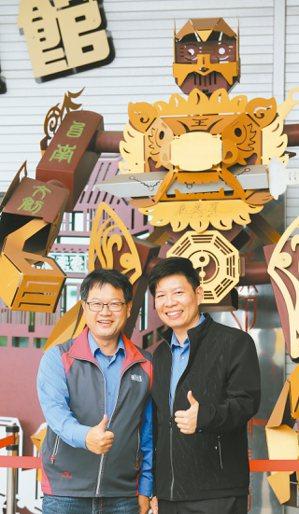 志鋼金屬董座洪啟川(左)志鋼金屬總座郭治華(右)