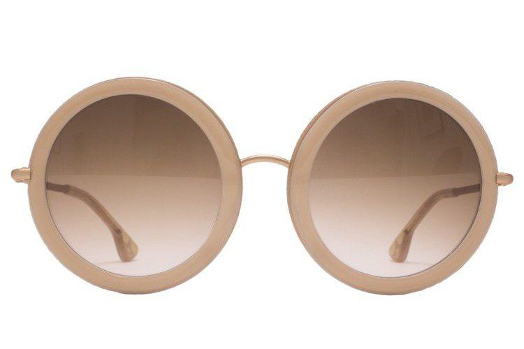 Alice+Olivia 經典粉膚色圓框太陽眼鏡,12,900元。圖/Alice...
