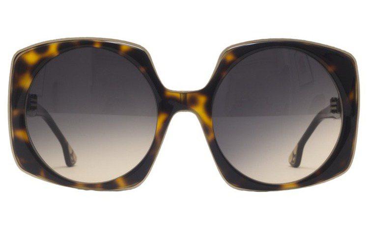 Alice+Olivia 玳瑁色方形太陽眼鏡,12,900元。圖/Alice+O...