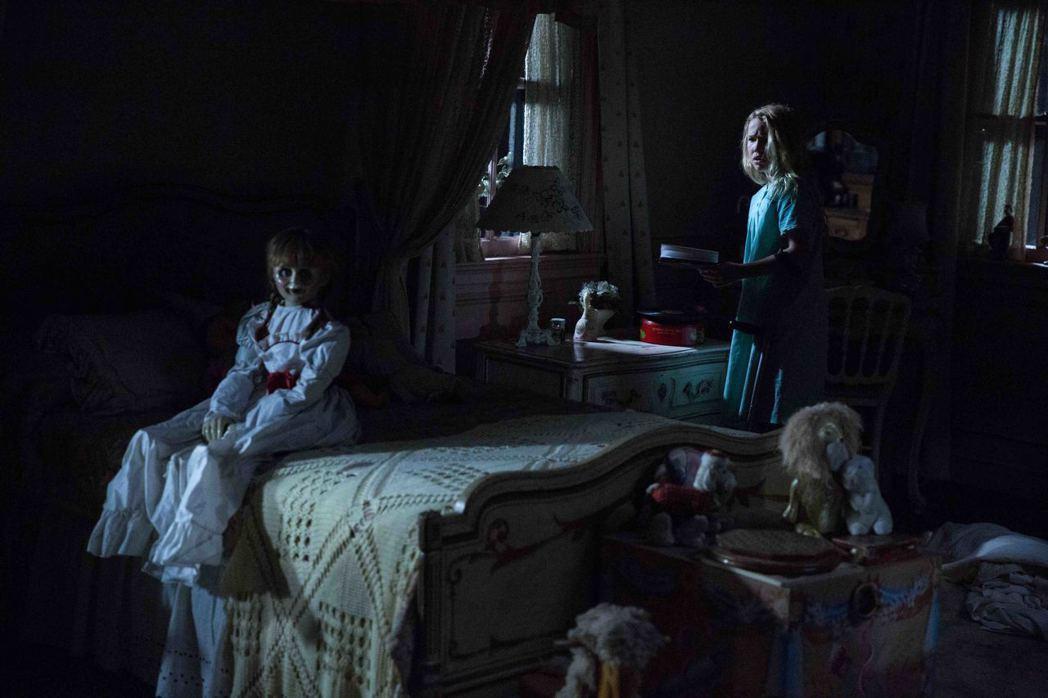 「安娜貝爾:造孽」劇照。圖/華納兄弟提供