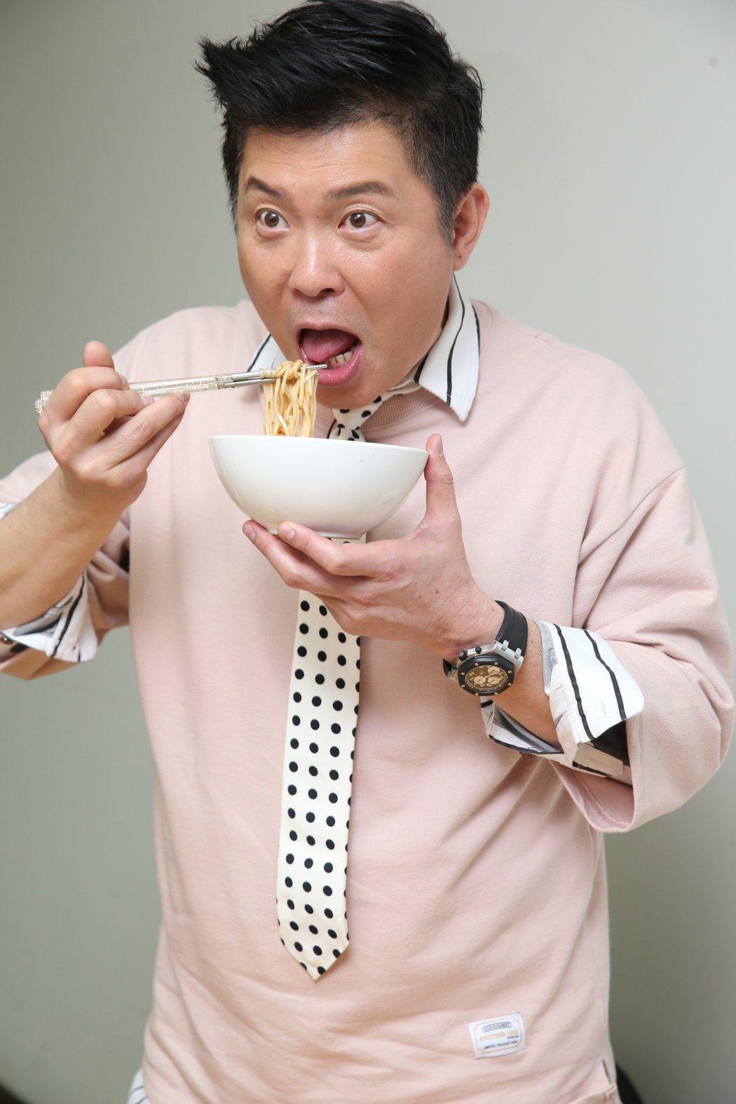 超認真試吃─曾國城vs.拌麵。記者徐兆玄/攝影