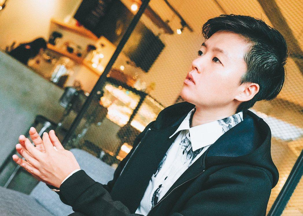李屏瑤1984年出生,台北蘆洲人,文字工作者。中山女高,台灣大學中國文學系,...
