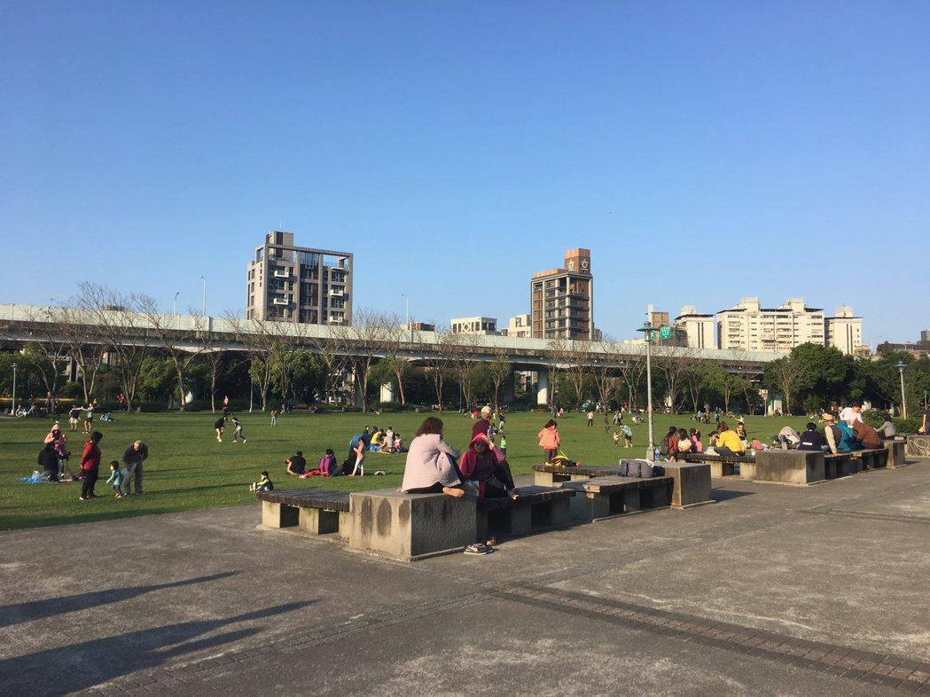 北市府今年將首辦「實驗性公園兒童遊戲場」,讓孩童參與遊具設計規劃,強調「自己的遊...
