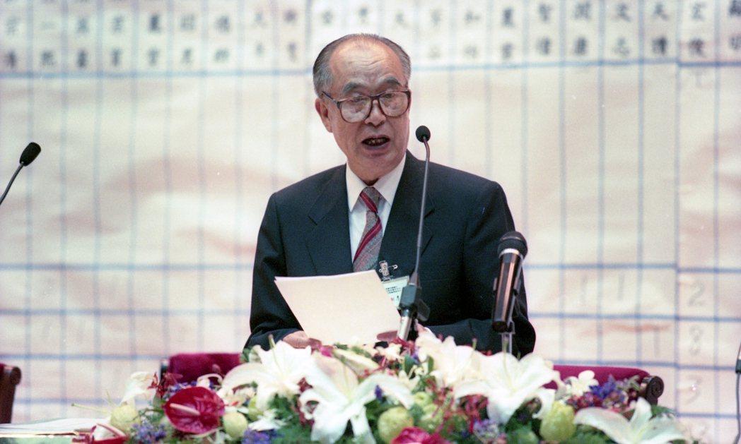 國民黨在1996年時改選中常委,圖為時任黨副主席的李元簇。 圖/報系資料照