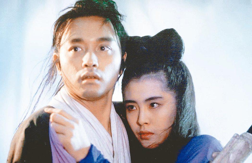 王祖賢(右)在「倩女幽魂」裡和張國榮有纏綿的人鬼戀。 圖/本報資料照