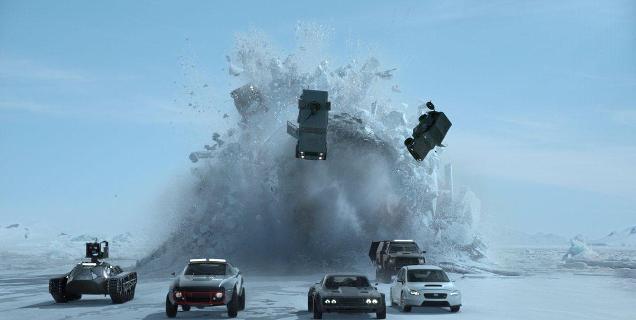 最新一集《玩命關頭 8》已於 4 月 12 日上映,片中也包括大量飛車追逐與爆破場面。 環球影業提供