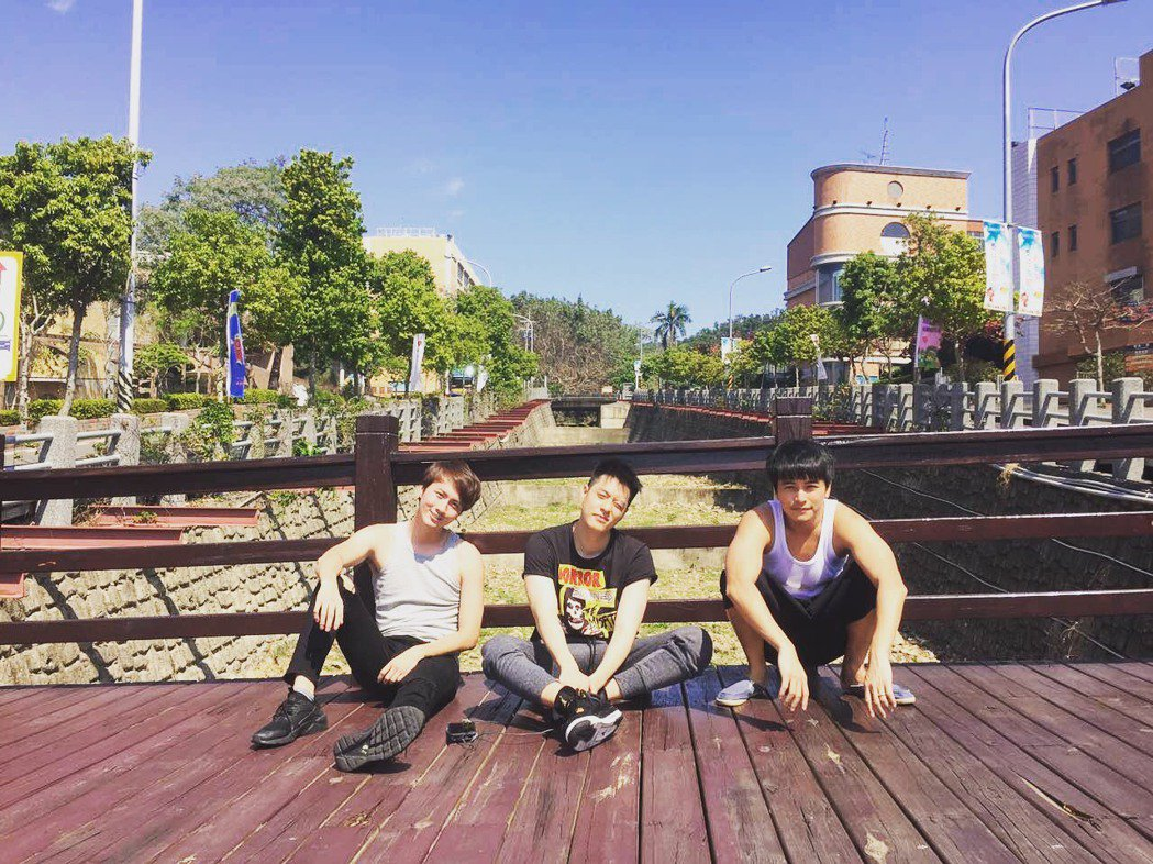 周湯豪(右起)、楊銘威、張捷演出「鐘樓愛人」。圖/東森提供