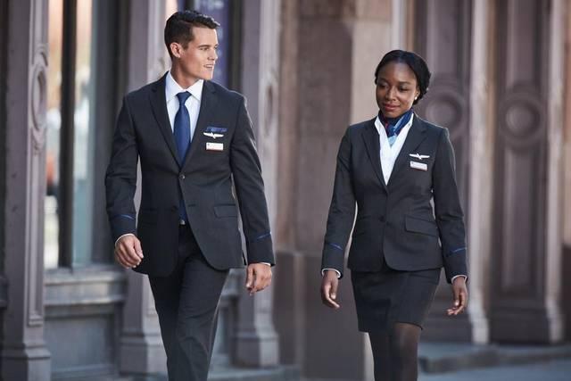 美國航空的新制服讓很多員工過敏,半年來各項檢驗都找不出問題在哪。 圖/摘自美航網...