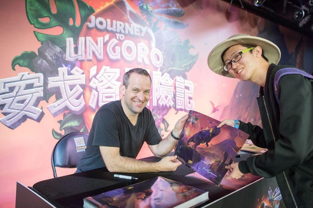 爐石藝術總監 Ben Thompson 贈予玩家簽名海報 圖/暴雪提供