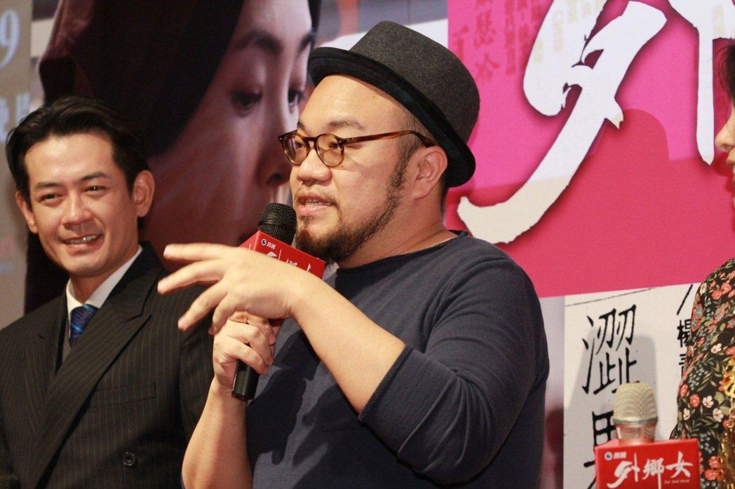 柯叔元(左)、導演葉天倫昔日是同劇演員,再度合作感覺很特別。圖/民視提供