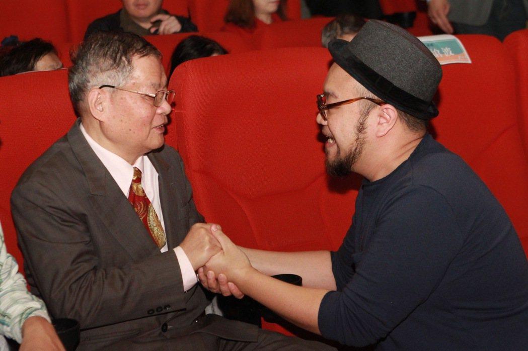作家楊青矗(左)與導演葉天倫。圖/民視提供