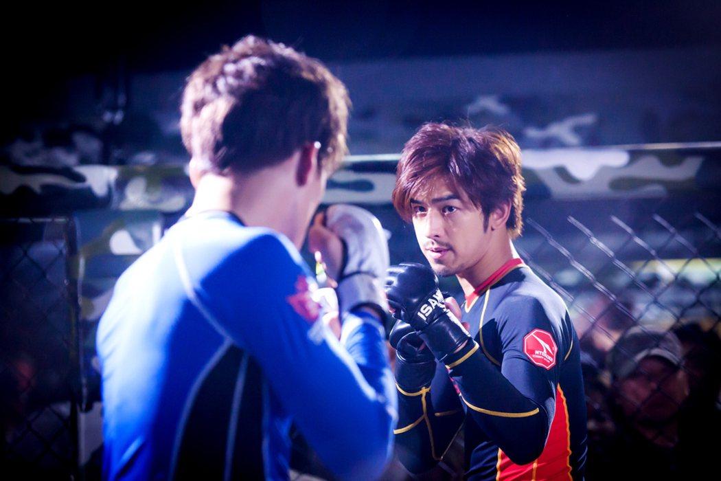陳柏霖為客串韓劇「華麗的反擊」練拳擊。圖/東森提供