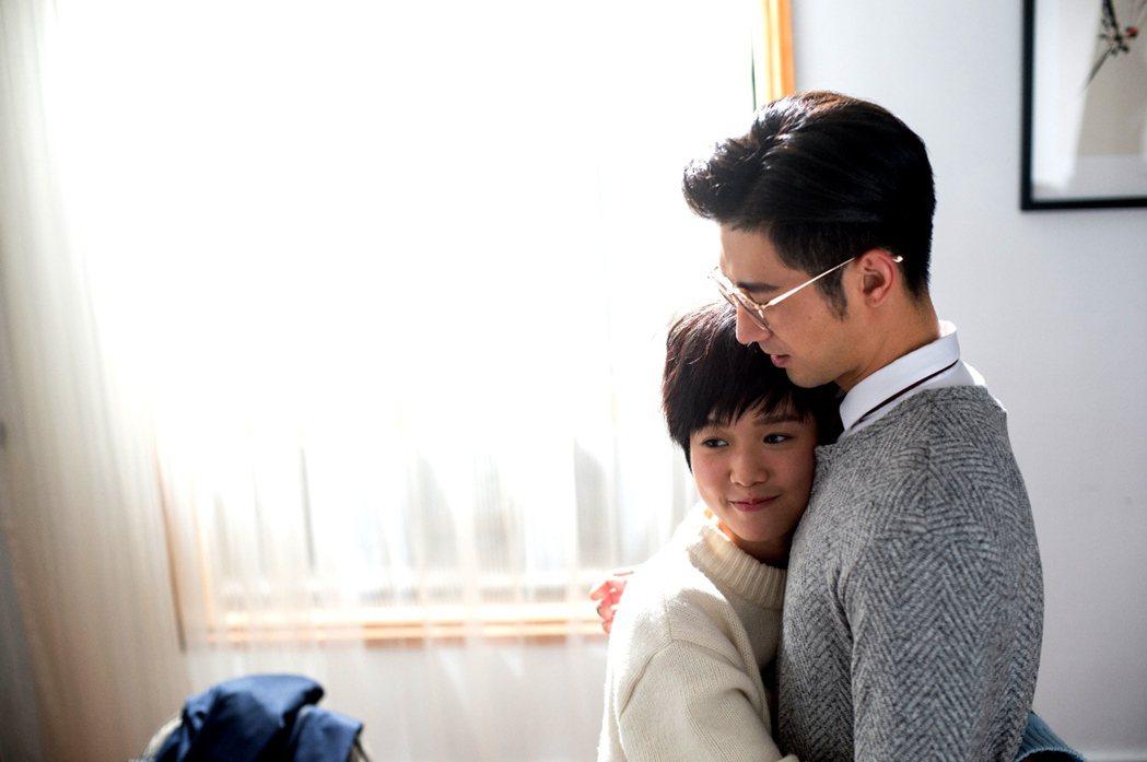 簡宏霖(右)與嚴正嵐蘿莉戀受歡迎。圖/三立提供