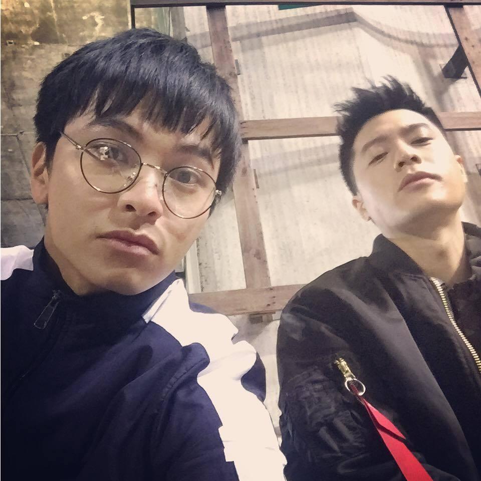 楊銘威(左)最近與周湯豪合作「鐘樓愛人」。圖/摘自臉書