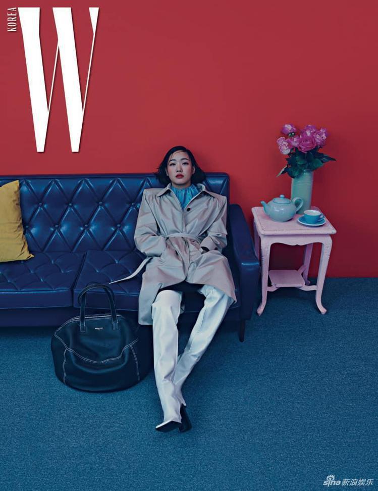 金高恩身穿BALENCIAGA拍攝韓國時尚雜誌。圖/取自新浪娛樂