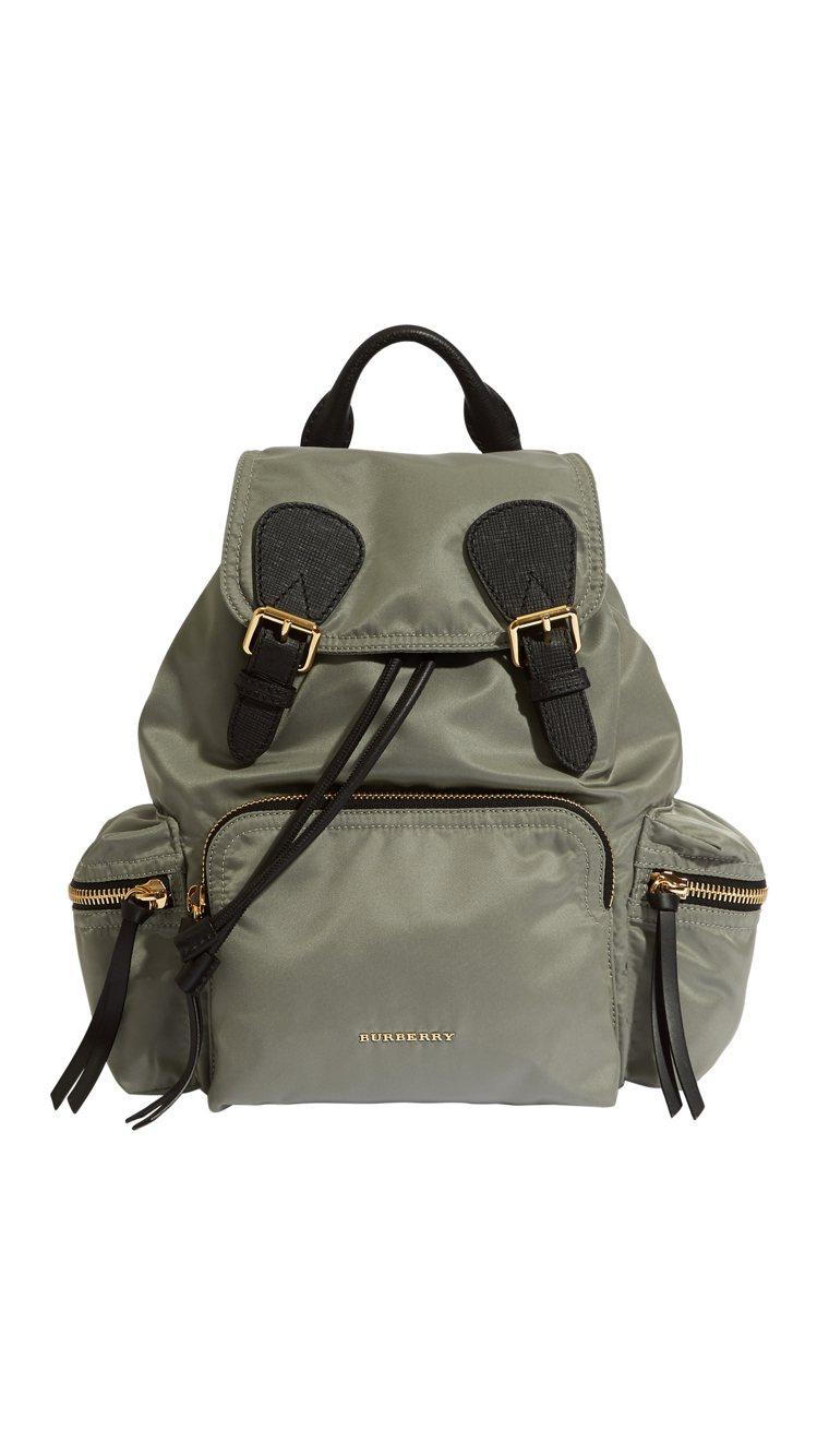 Rucksack灰色肩背包(中款),售價46,000元。圖/BURBERRY提供