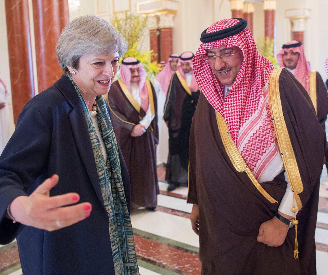 權貴就是不一樣?她們訪中東拒戴頭巾