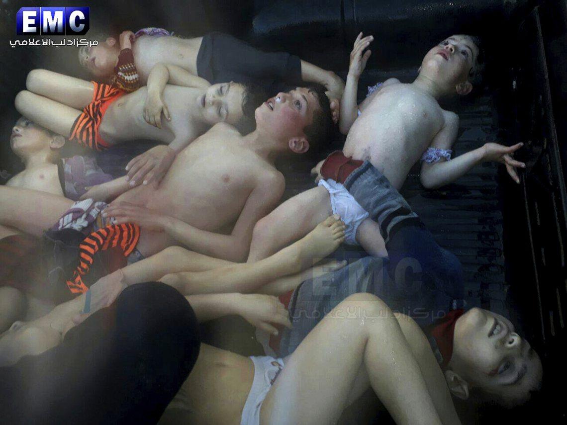 伊德利卜省在地的NGO團體「伊德利卜媒體中心」(EMC)所傳出來的罹難者照片。 ...