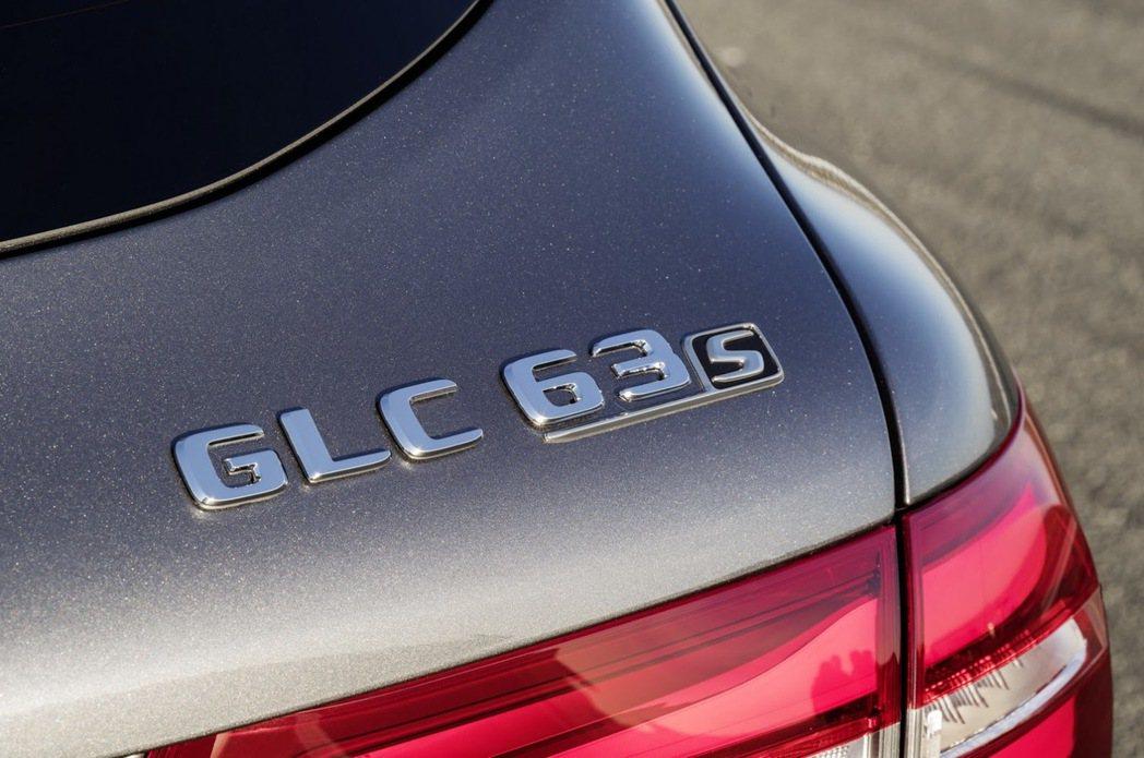 Mercedes-AMG GLC63 S版本擁有更高的動力輸出。Mercedes提供