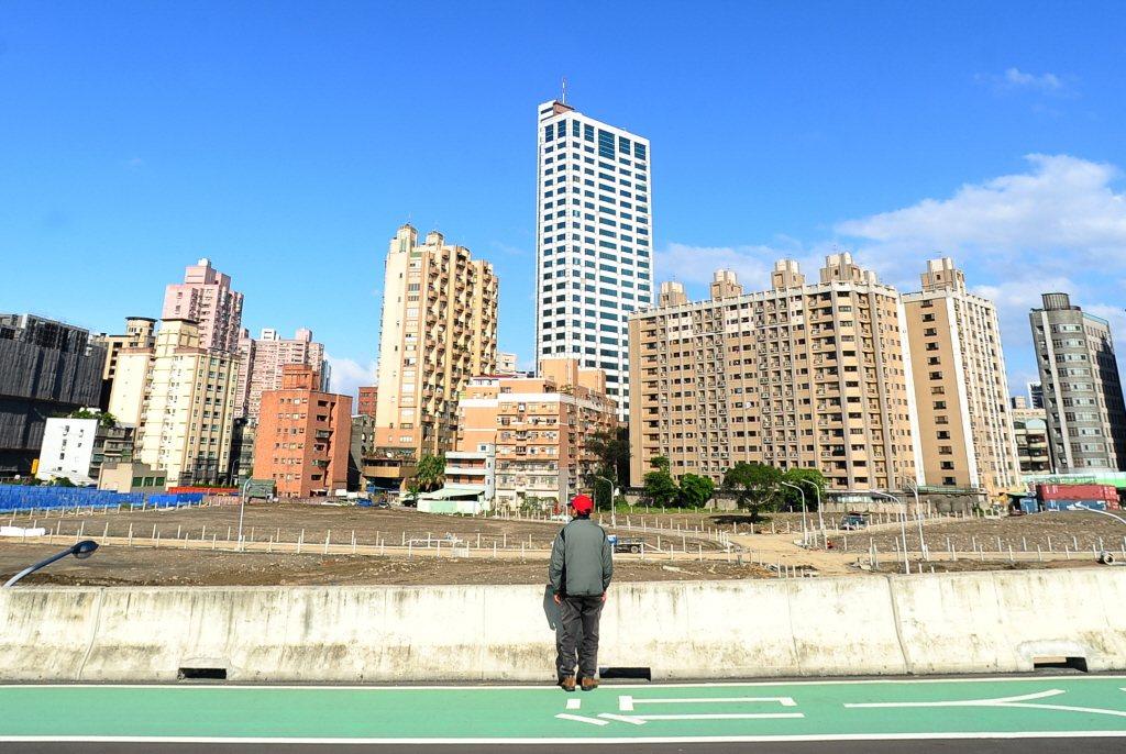 營建署指出,台北市與新北市的房價負擔能力持續處於「過低」等級。 圖/聯合報系資料...