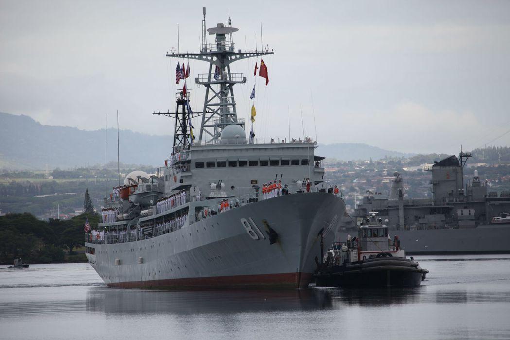 圖為中國鄭和鑑於2015年10月抵美國夏威夷珍珠港,展開為期4天的友好訪問。...