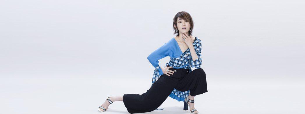 范瑋琪當媽後不忘歌唱事業。圖/COSMOPOLITAN.COM提供
