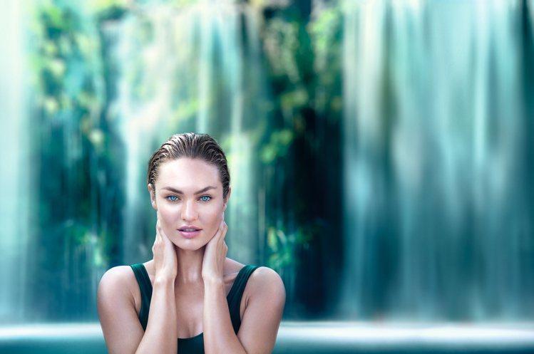 全球代言人康迪斯(Candice Swanepoel)。圖/碧兒泉提供