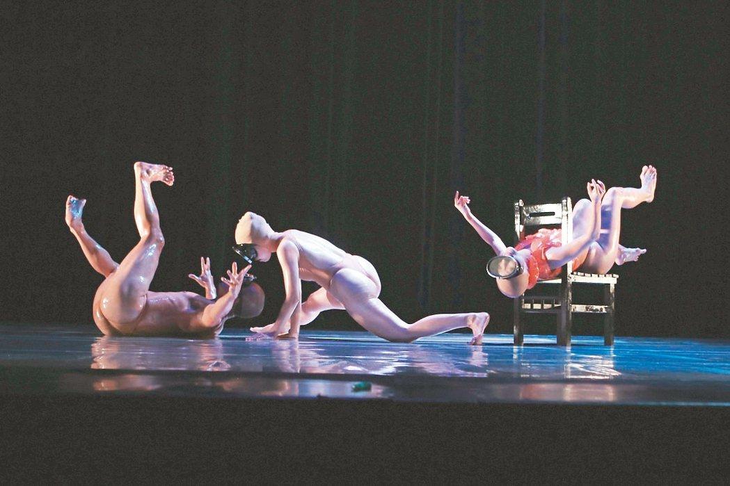 光環舞集在創辦人劉紹爐辭世後,首次由舞者編出4支短舞。 圖/光環舞集提供