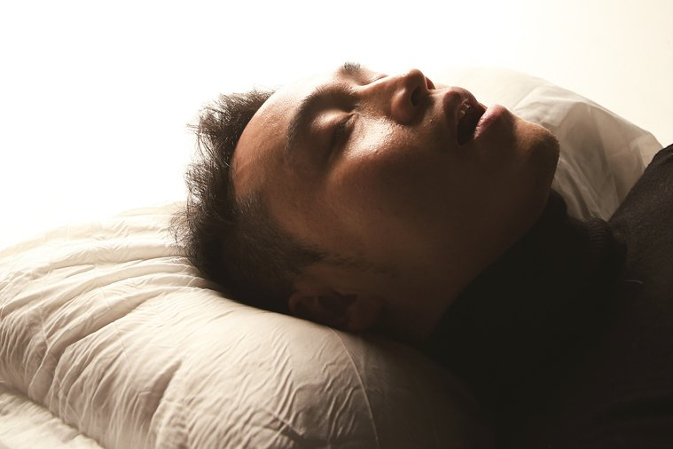 枕頭的作用實際上是保護頸椎,支撐頸部肌肉,讓其放鬆休息。 報系資料照 記者陳立凱...