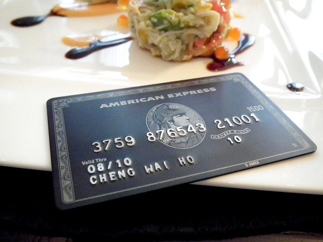 傳說中的黑卡,每名持卡人配備「專屬生活顧問及個人旅遊祕書」全天候服務,年費高達十...